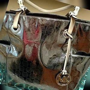 MK MICHAEL KORS GORGEOUS METALLIC PURSE/handbag